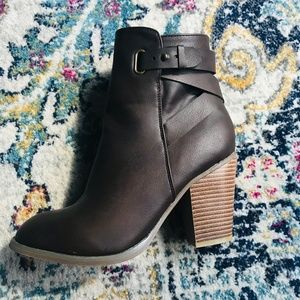 EXPRESS Brown Heeled Strappy Ankle Boot